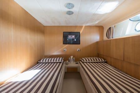 Twin Cabin on a yacht IPSUM - Saint-Tropez - Bateau
