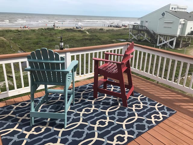 Perfectly situated home, 40 steps to the beach