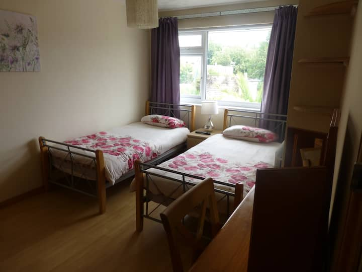 twin bedroom in detached house Falmouth Cornwall