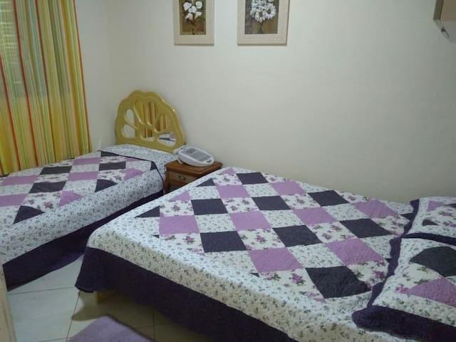 Quarto 3 - 1 cama casa +1 cama solteiro.