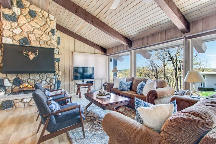 """Luxe Living for 12- """"The Lodge at Geneva Lake"""""""