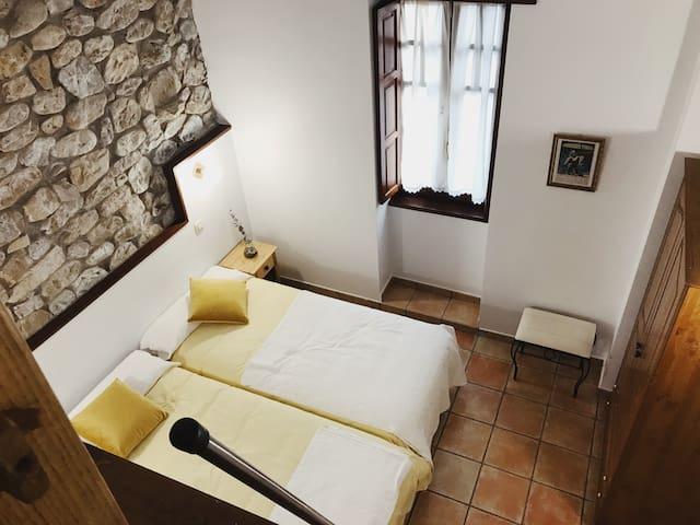 Habitación familiar  baño privado en Posada rural