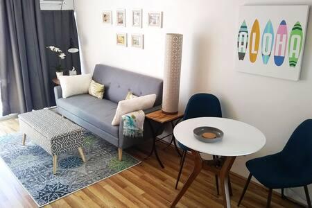 602 Modern, convenient and sparkling clean studio