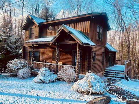 Knotty Dog Lodge - hot tub