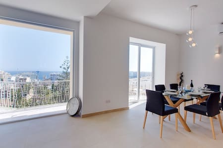 Luxury 3 Bedroom Apartment in St Julians, Gr8 View - Apartamento