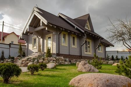 Дом из бруса в пригороде Минска. Рядом лес и речка