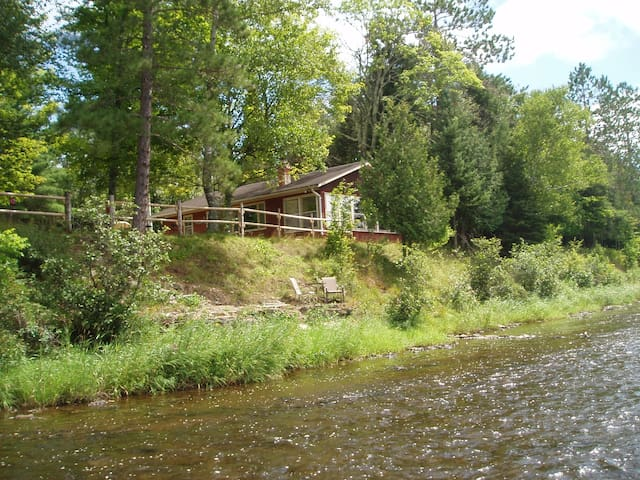Little Cabin on the (Escanaba) River, Pet Friendly