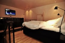 Two high quality beds , 80cm x 200cm in bedroom section. Flat 40 inch TV with connected AppleTV and a soundsystem from SONOS is providing entertainment, music and news.
