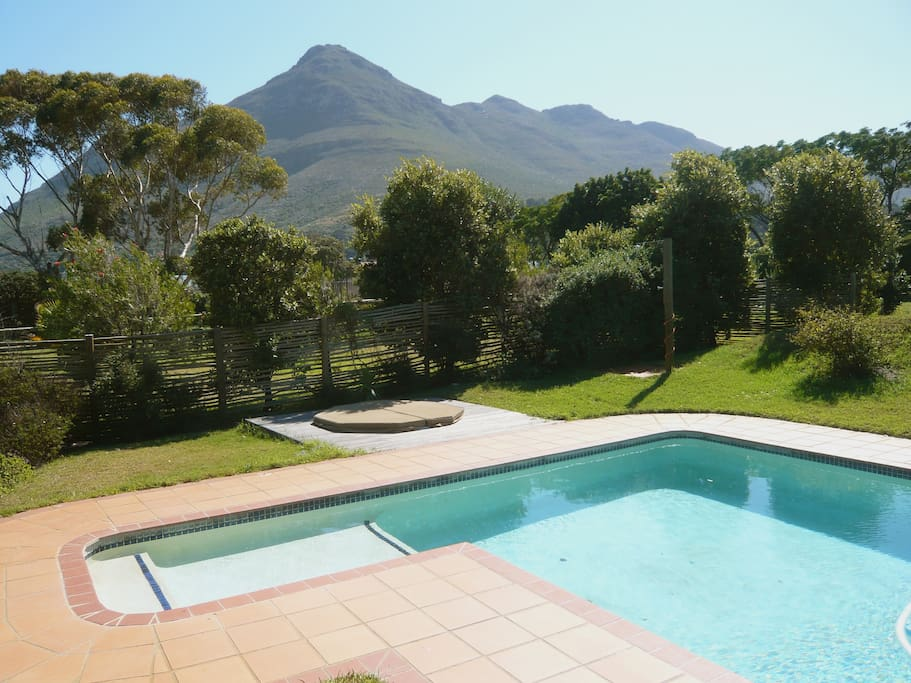 A 11 x 4 M pool, big enough? And a jacuzzi.