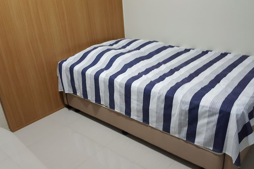 Twin sized bed with single pull-out.