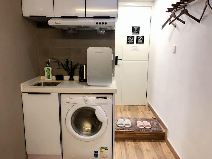 E  Designer Studio 1 mins MTR 邻近西九高铁简约设计独立卫浴大床公寓