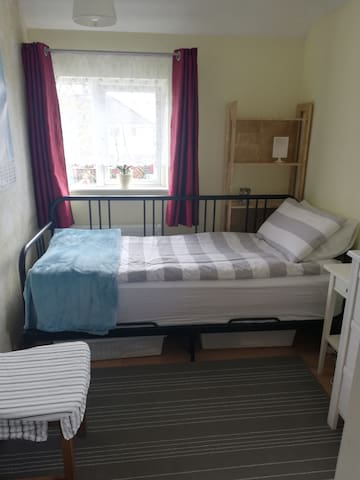 Single room  10 min from Dublin airport.
