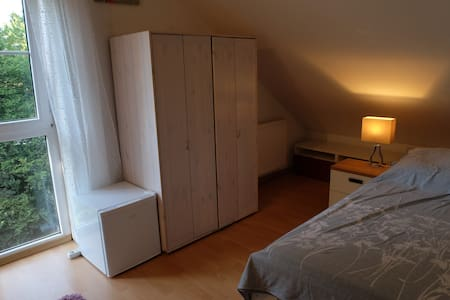 Central loft room with bathroom, Munich + Freising - Freising - Ház
