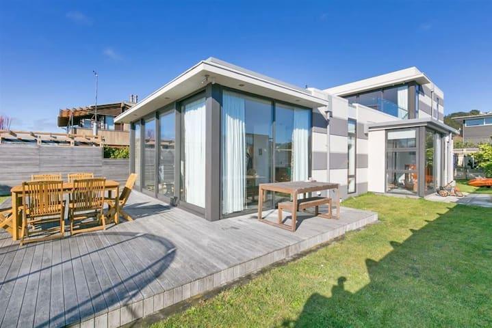European style apartment 1 Min walk to seaside