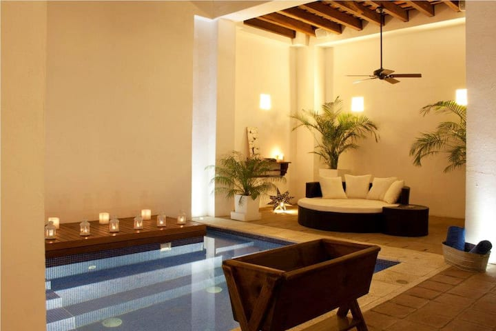 Luxury Mansión 5 BD in old city with great pool