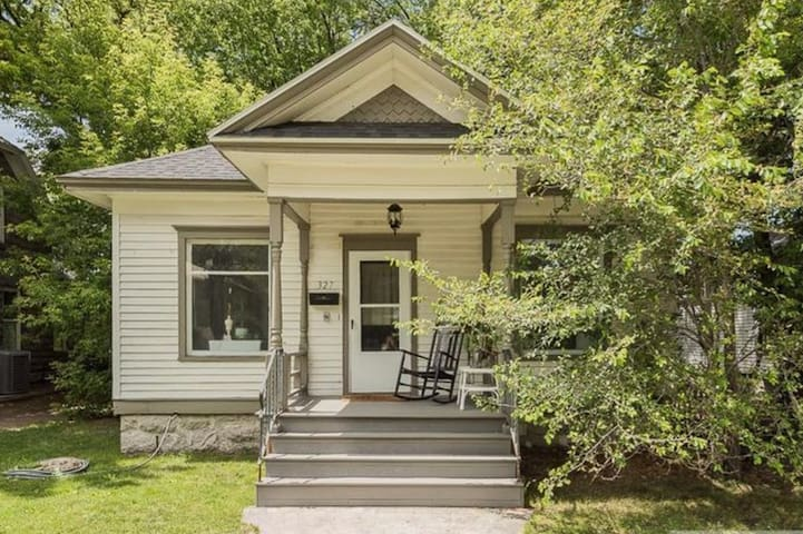 Charming Historic Home * 5 MIN WALK DOWNTOWN!