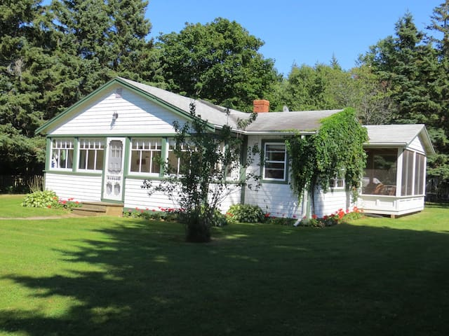 Butler's Spruce  Cottage, Stanhope - York - Kisház