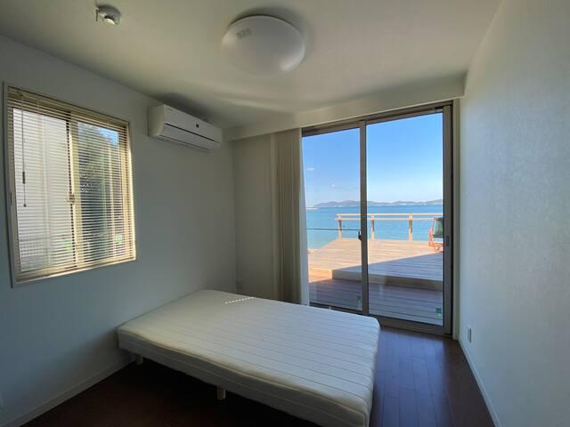 一階洋室 シングルベッド1台設置済