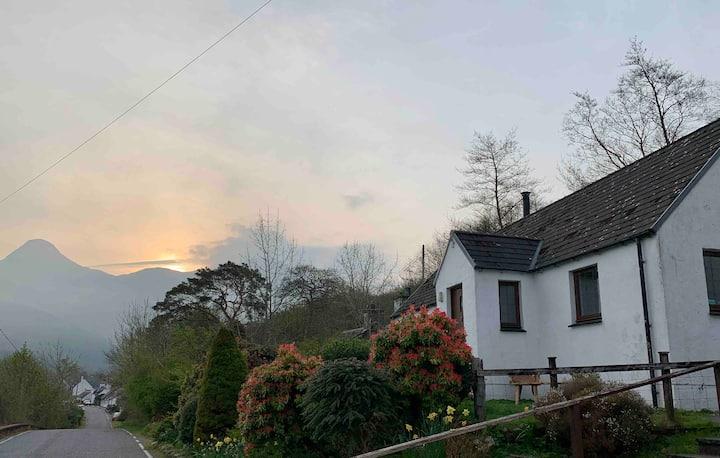 Braehead Cottage Glencoe, Highlands.
