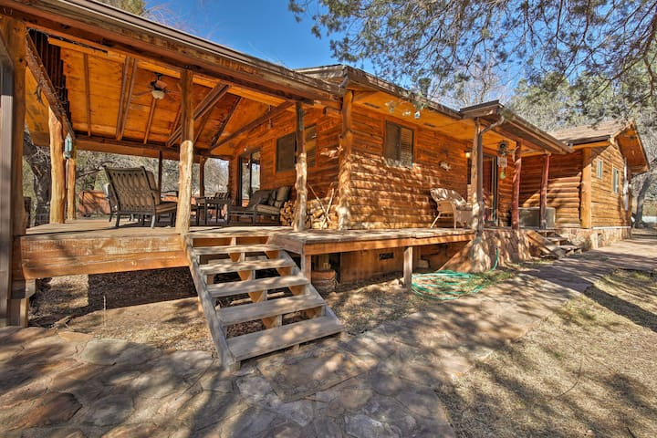Rustic Cabin w/Fire pit-Steps from E. Verde River!