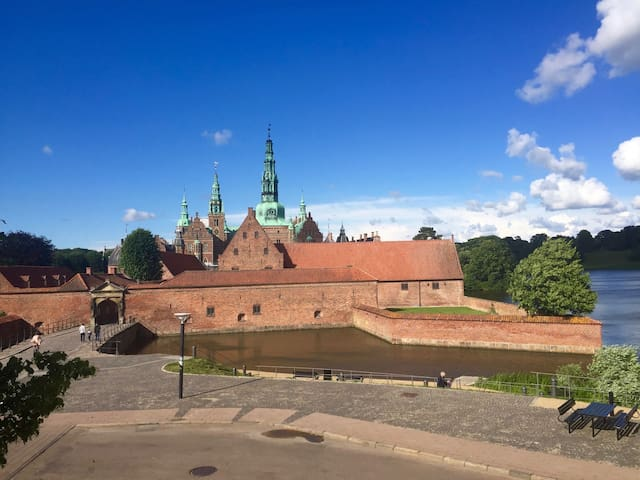 You can't get any closer to Frederiksborg Castle - Hillerød - Flat