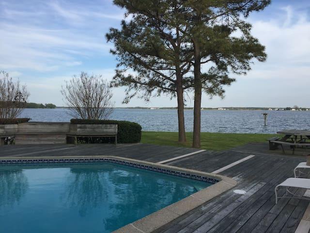 Waterfront, Pool, Dock, Stunning Views! Sleeps 10