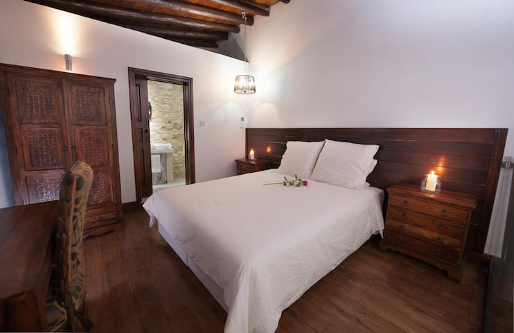 Sospito - Lofou - Bed & Breakfast