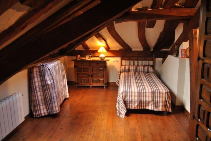 Abelardo's Home - Backpacker's Bed & Breakfast