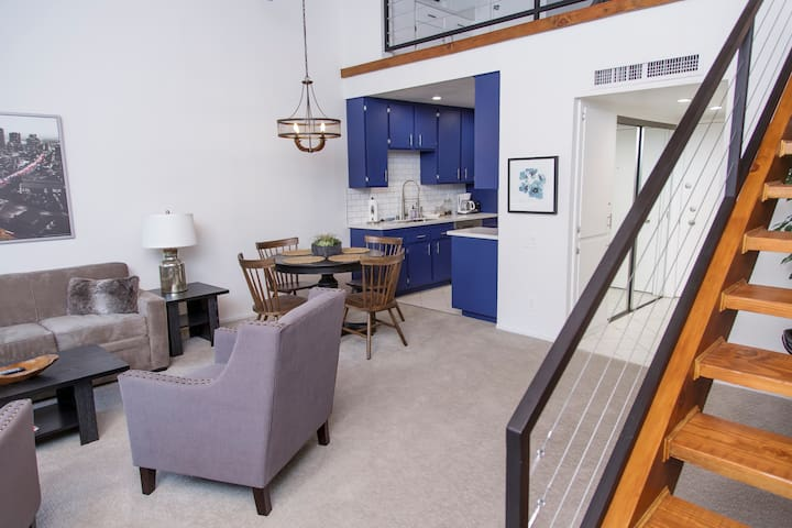 Stunning 1 BR Loft, Newly Remodeled!