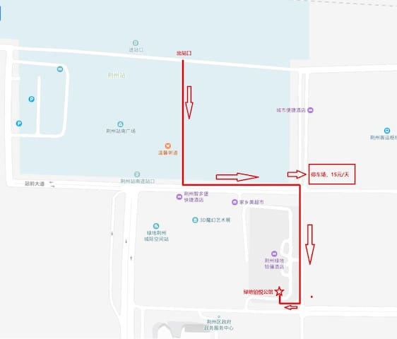 火车站出口到公寓路线图,途径一个地面停车场,每天15元。