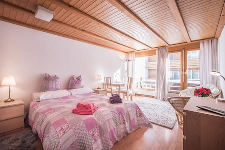 A light, bright studio for 2 in central Wengen