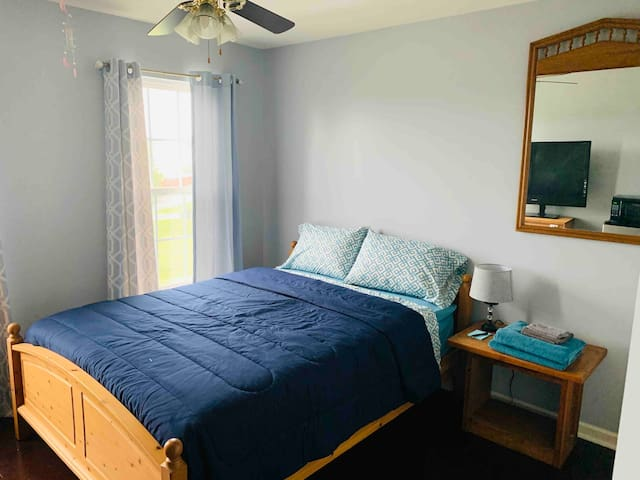 Cozy Room #1 in Historic Stephens City (off I-81)