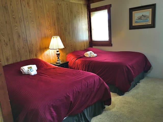 Great room in historic lodge - Haines - Leilighet