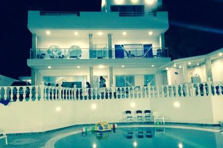 Casa de Recreo, con Piscina Privada - Melgar - Casa