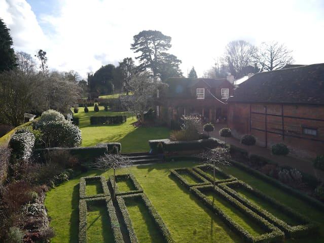 Peace & Comfort within a Hampshire walled garden - Odiham - Bed & Breakfast