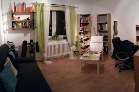 Schickes Gästezimmer, Nähe Bhf - Kiel - Lägenhet