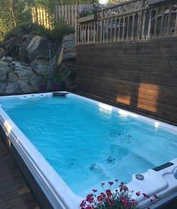 Hus med basseng og boblebad- 8 pers - Ski