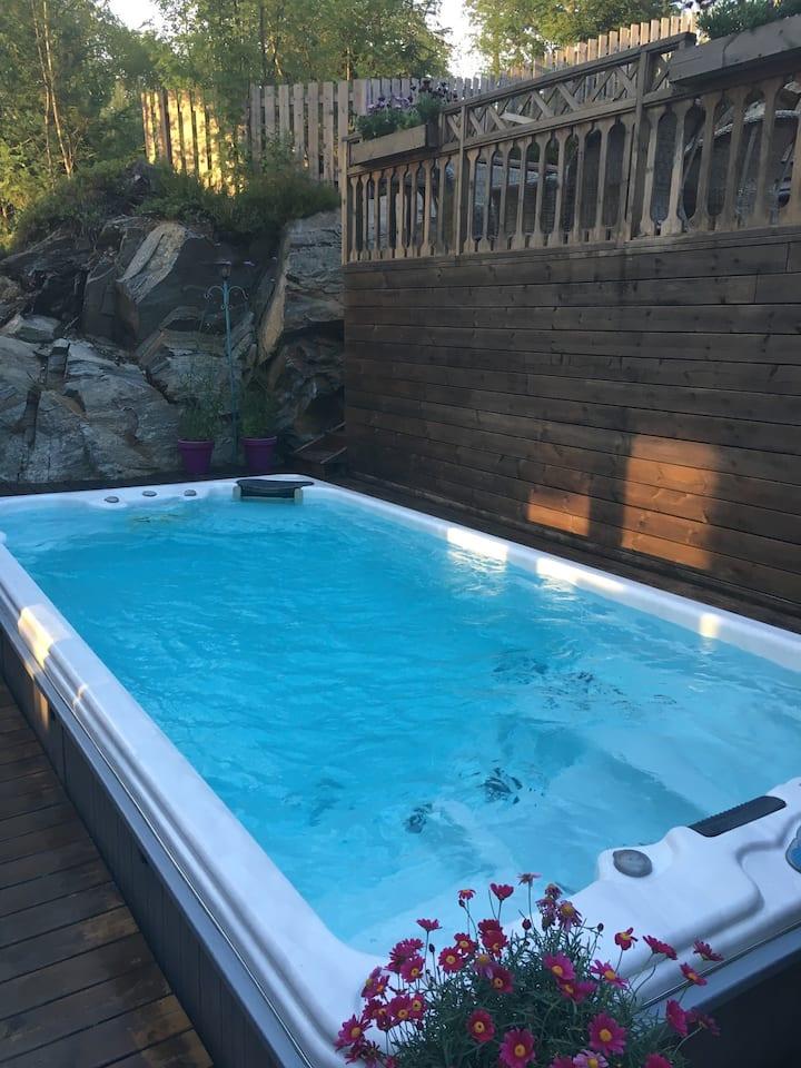 Hus med basseng og boblebad- 8 pers