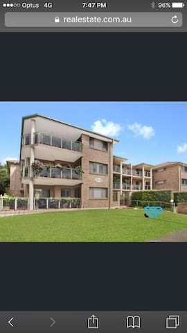 Centrally located 2b/r apartment - Gymea - Wohnung