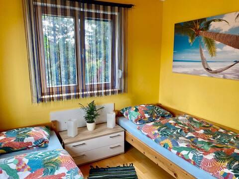 Freundliches Gästezimmer mit Küche und Bad