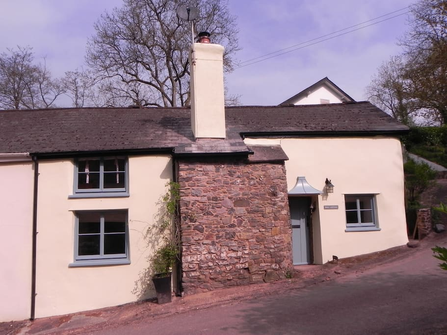 Front view of Mill Cottage