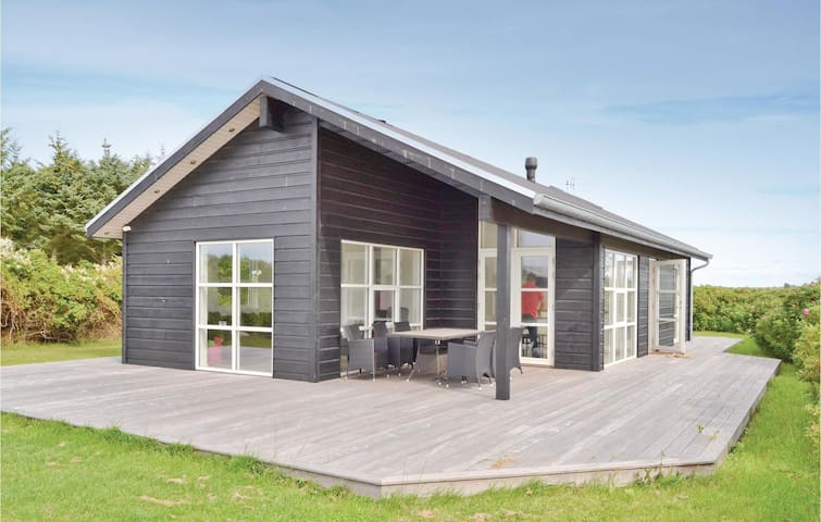 Holiday cottage with 3 bedrooms on 75m² in Løkken