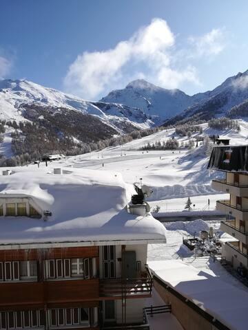 Front ski slopes flat
