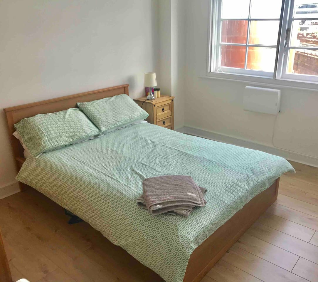 Spacious double room located in central London