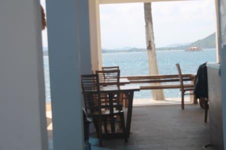 the place bungalow & Restaurant Sekotong