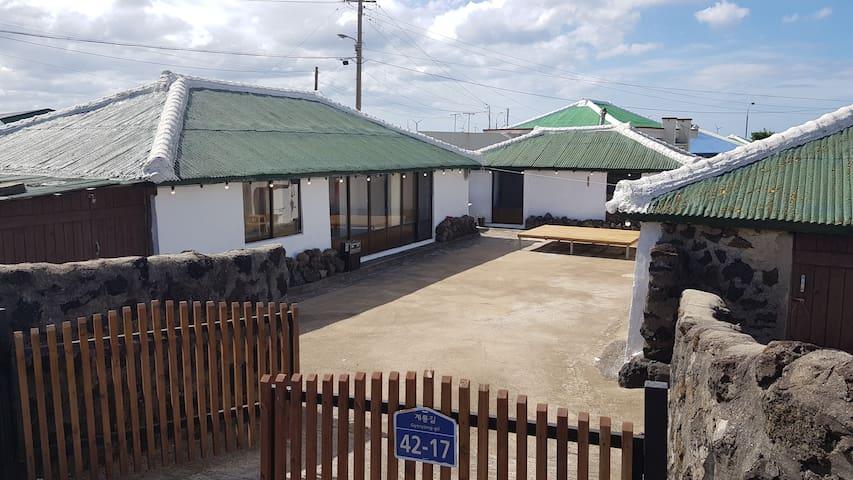 제주 전통가옥 독채민박 '제주민박 살랑'