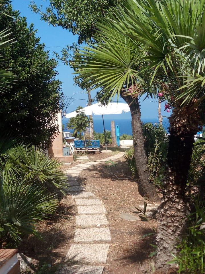 Small villa Maya with sea view and  FREE Wi Fi