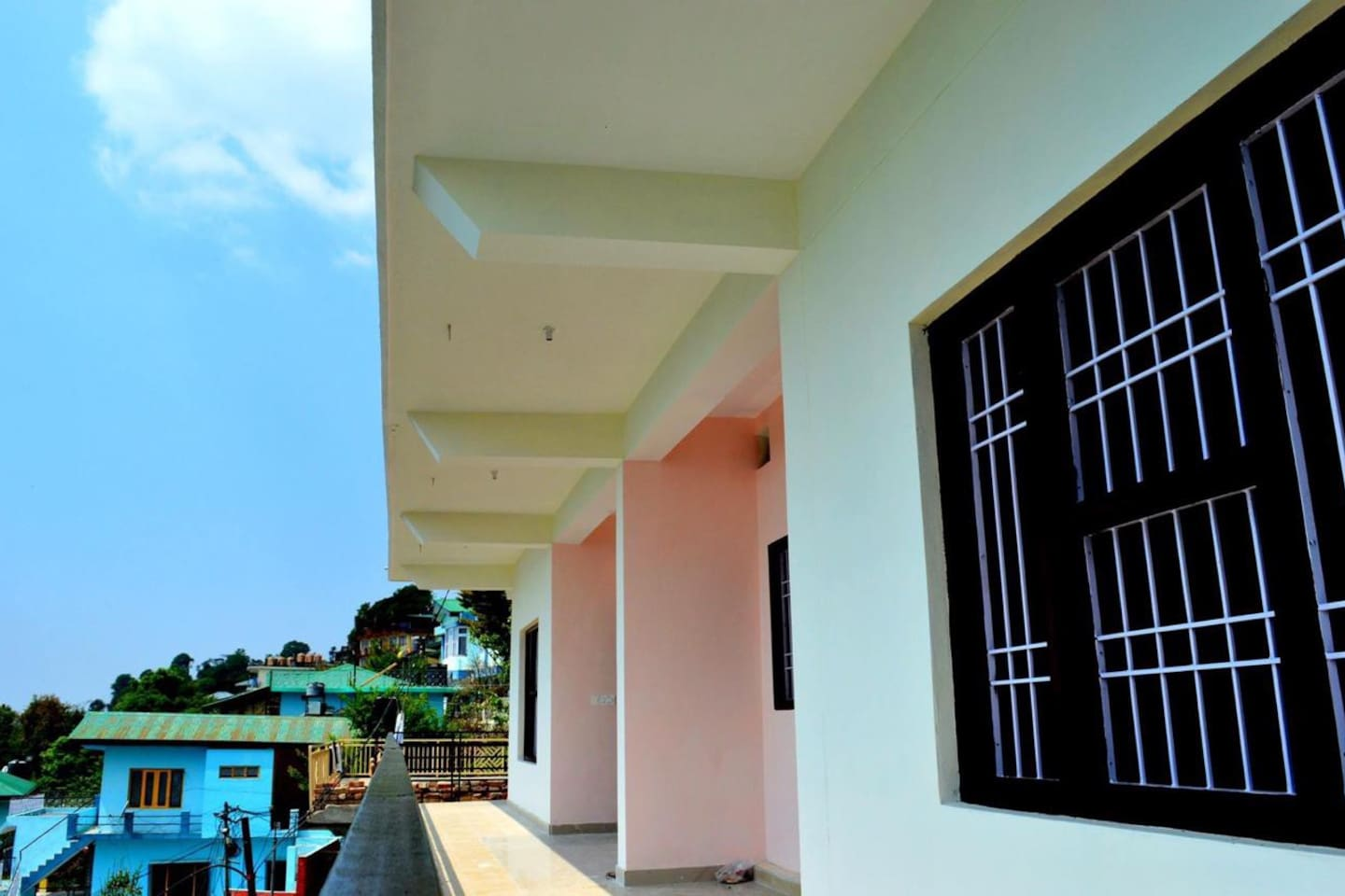 The Natural Body Heal has great space and balcony over looking the city/town. The place also has stunning view of Dhaludhar mountain range  from the balcony and roof top. This entire place/flat has full sun light and meximum view full day.