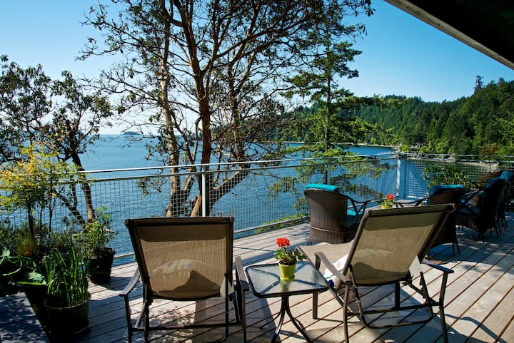 Whole House ~ NEWLY Renovated Waterfront Cottage
