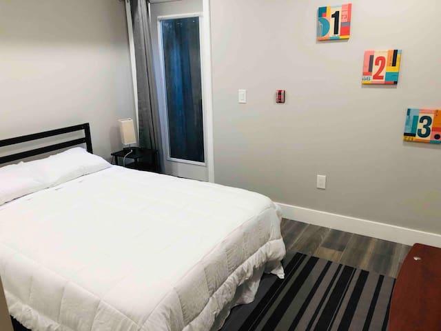 Cozy Room in Brand New Condo Near Center City
